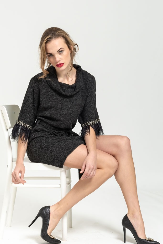MINI KNIT DRESS WITH FΕΑTHERS