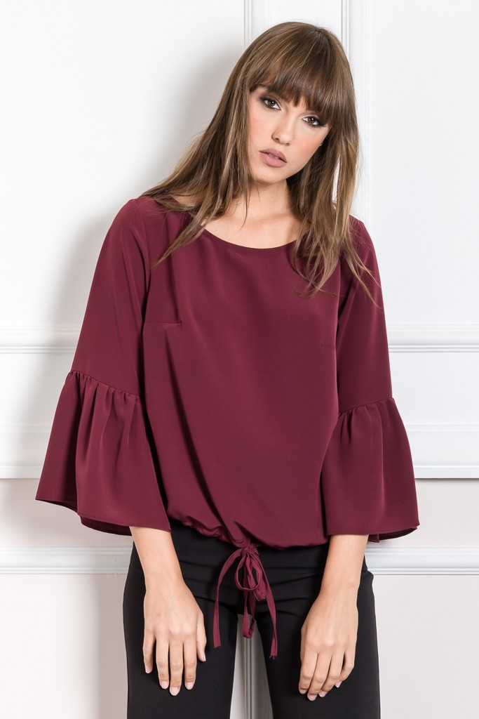 TOP FEATURING RUFFLE SLEEVES