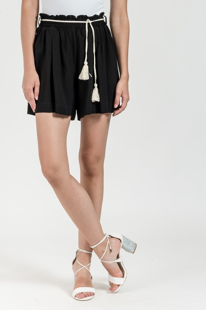 SHORTS WITH ROPE BELT