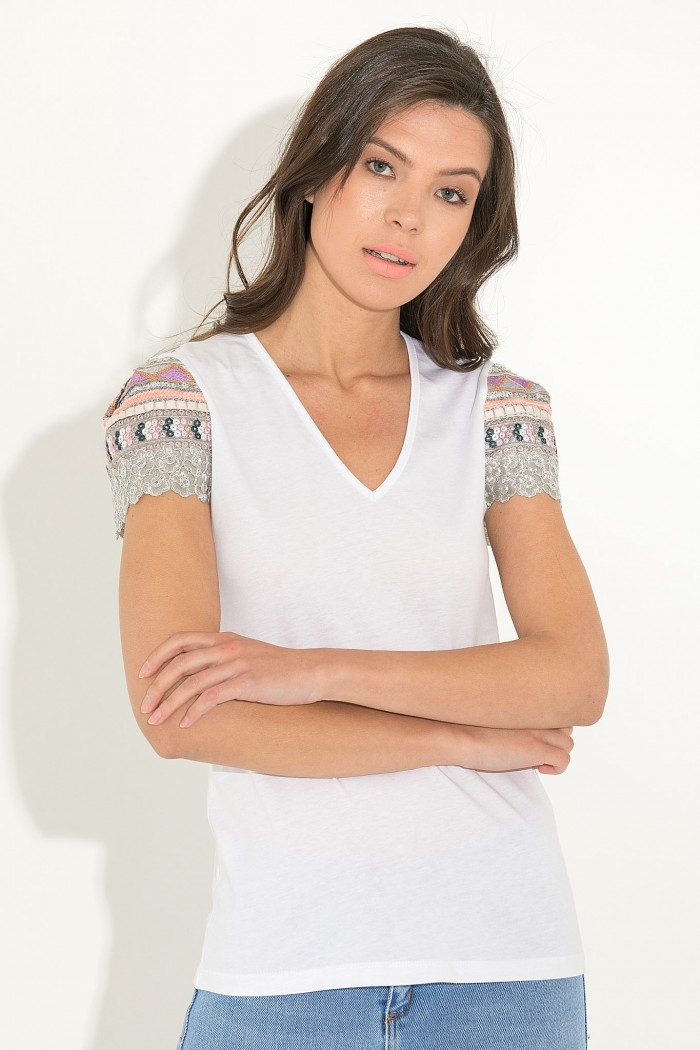 EMBROIDERED SLEEVE T-SHIRT